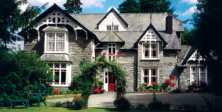 Cae r blaidd country house luxury accommodation in for Pics of country homes